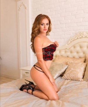 Audrine happy ending massage in Collierville, escort girl