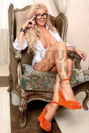 Marika live escorts and erotic massage