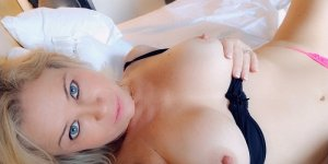 Yvie call girl & nuru massage