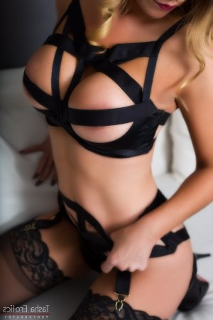 Anne-soline live escort